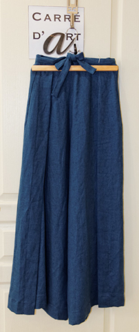 pantalon-en-lin-bleu-disponible-a-la-boutique-carre-d-art-a-cognac