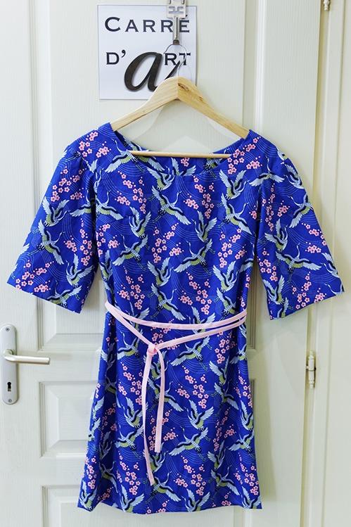 Robe-a-manche-bleu-en-coton-avec-lien-double-a-la-taille