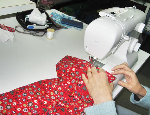 pochette-cadeau-en-cours-de-creation-lors-de-l-atelier-couture-marie-ancelin