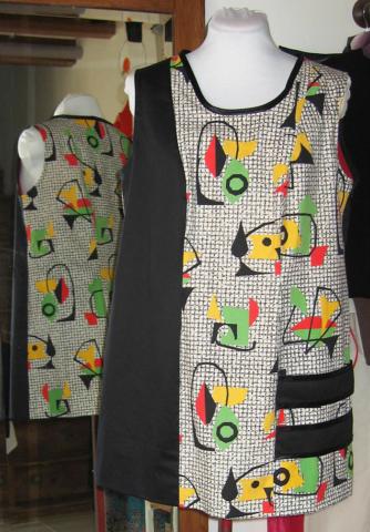 robe-aux-noire-et-blanche-avec-des-touches-de-couleurs